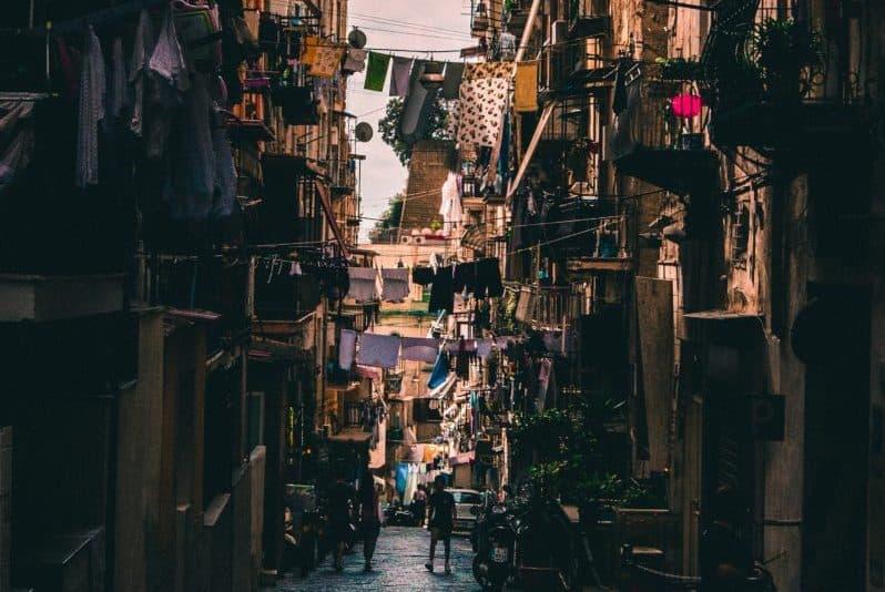 Napoli: agevolazioni per lo sviluppo imprenditoriale in aree di degrado urbano
